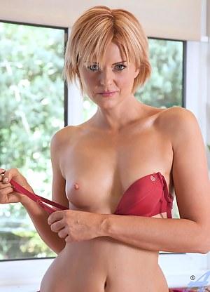 Best MILF Porn Pictures